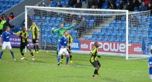 Burtond defend a corner