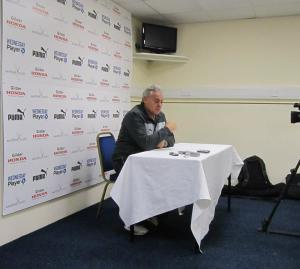Dave Jones reacts to his sides seventh consecutive defeat