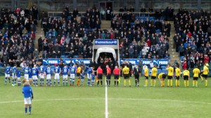 The players line up
