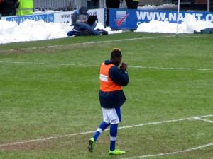 Armand Gnanduillet warms up