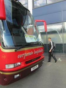 The players get on the coach