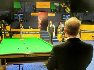 Stuart Bingham enters the venue