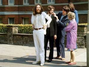 An old lady chats to Ringo before the shoot