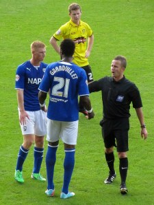 The referee has a word with Gnanduillet