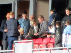 David Moyes signs a few autographs