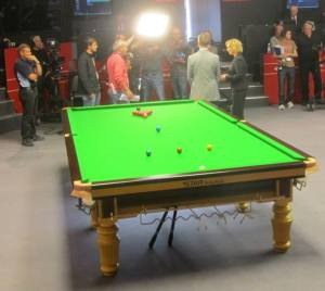 Stephen Hendry and Hazel Irvine discuss the evening matches