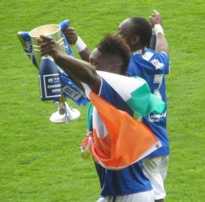 Gnanduillet and Smith with the trophy