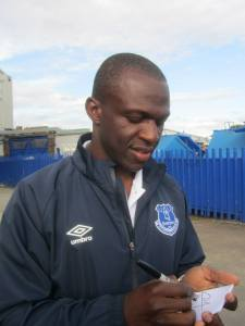 Arouna Kone signs autographs