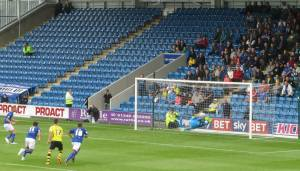 Eoin Doyle scores from the spot