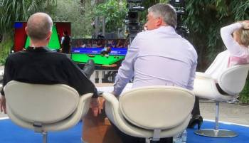 Steve Davis, John  Parrott and Hazel Irvine watch the snooker...and me on the front row!